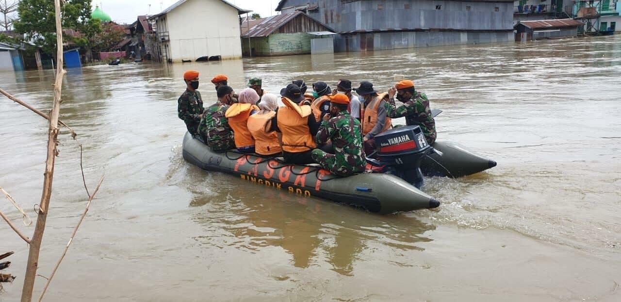 Satgas Paskhas Distribusikan Logistik & Evakuasi Korban Banjir Kalsel