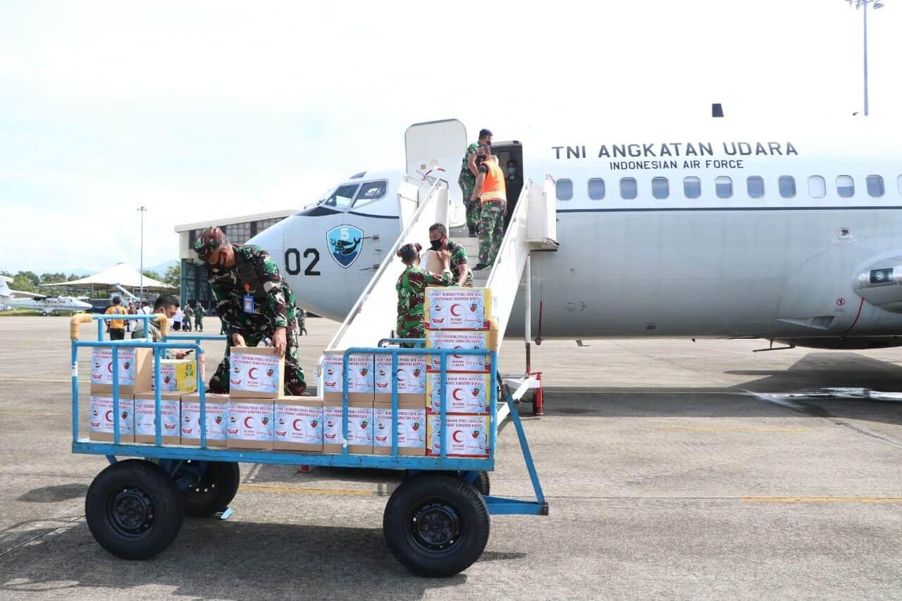 TNI Angkatan Udara Salurkan Bantuan Ke Mamuju