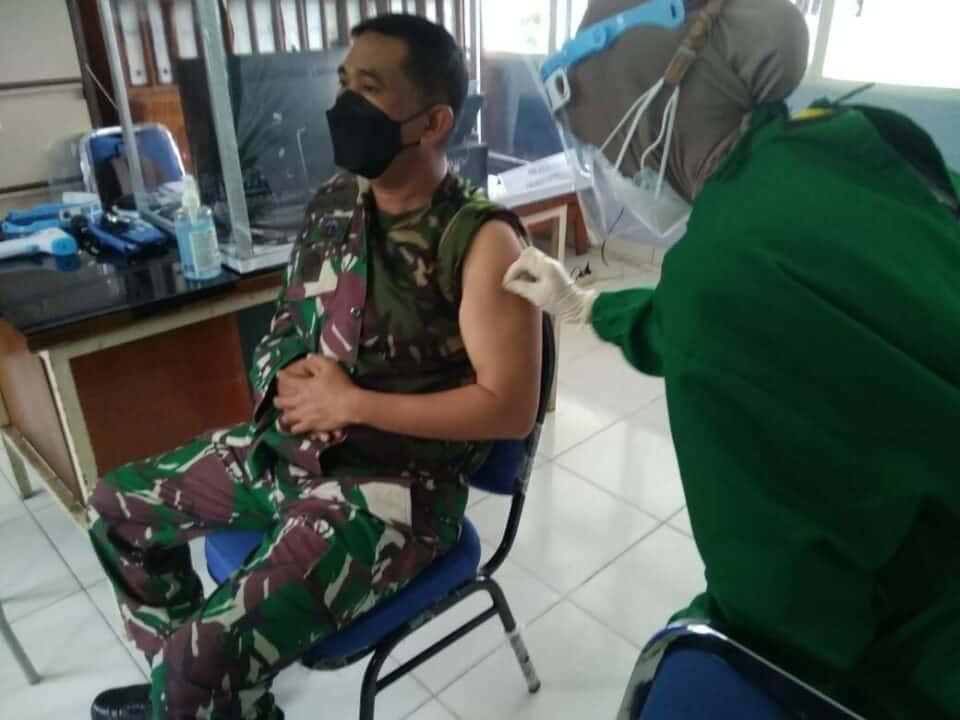Komandan Lanud Sjamsudin Noor Laksanakan Vaksinasi Covid-19 Tahap Kedua Guna Dukung Program Pemerintah Demi Keselamatan Bersama