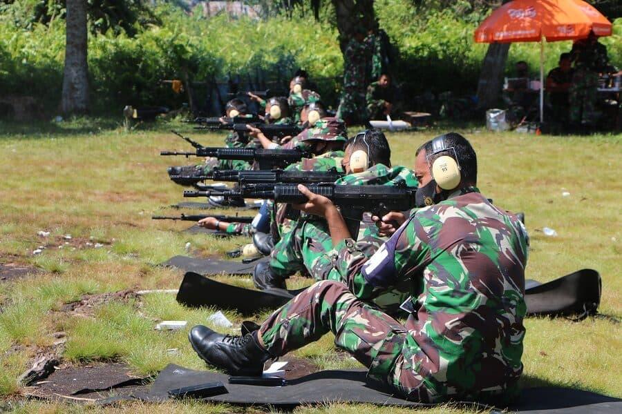 Prajurit Lanud Supadio Latihan Menembak