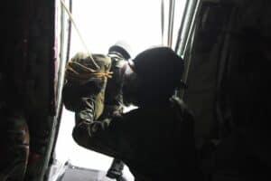 Prajurit Yonko 462 Paskhas Melaksanakan Terjun Penyegaran