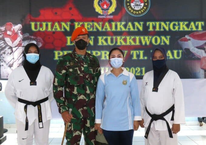 Ibu Pia Ardhya Garini Ranting 01-4/G.IV Yonko 462 Paskhas Berhasil Meraih Dan III Kukkiwon Dan Lisensi Wasit Taekwondo
