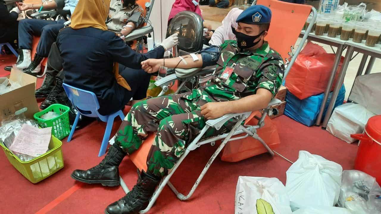 Lanud Rsn Donorkan Darah dalam Rangka HUT HPN dan PWI