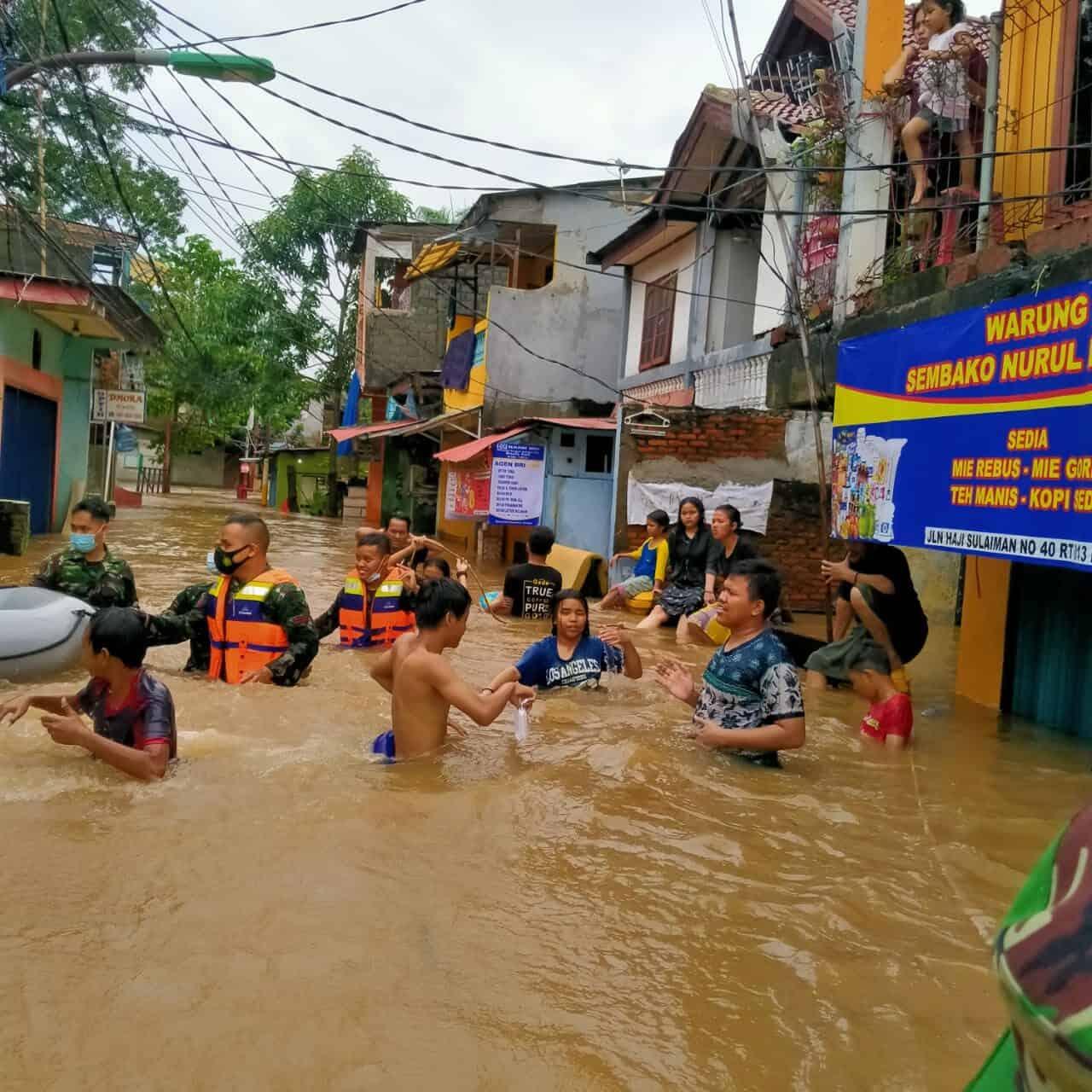 Koopsau I, Lanud Halim dan Wing 1 Paskhas, Evakuasi Warga Cipinang Melayu