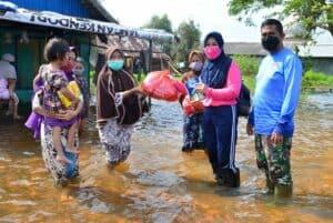 Tanpa Mengenal Lelah, Bantuan Kemanusian dari Istri Ademau'86 Kembali di Salurkan Lanud Sjamsudin Noor Untuk Korban Terdampak Banjir di Desa Handil Negara Kec. Kurau Kab. Tanah Laut Kalimantan Selatan