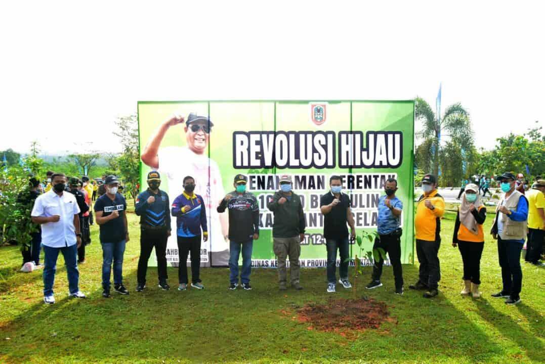 Gencarkan Revolusi Hijau Kalimantan Selatan, Komandan Lanud Sjamsudin Noor Ikuti Penanaman Serentak 10 Ribu Bibit Pohon Ulin