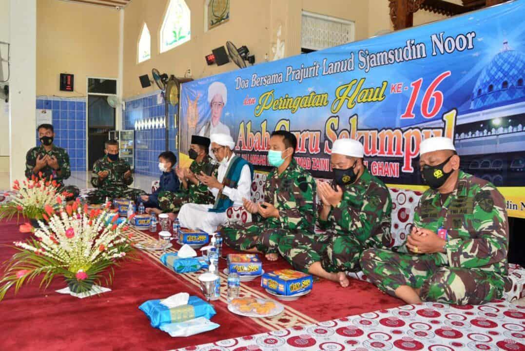 Peringati Haul Ke-16 Abah Guru Sekumpul dan Isra Mi'raj Nabi Muhammad SAW 1442 H/2021 M Lanud Sjamsudin Noor Gelar Doa Bersama