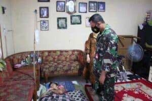 Wujud Kepedulian Danwing III Paskhas Kunjungi Keluarga Prajurit Yang Sakit