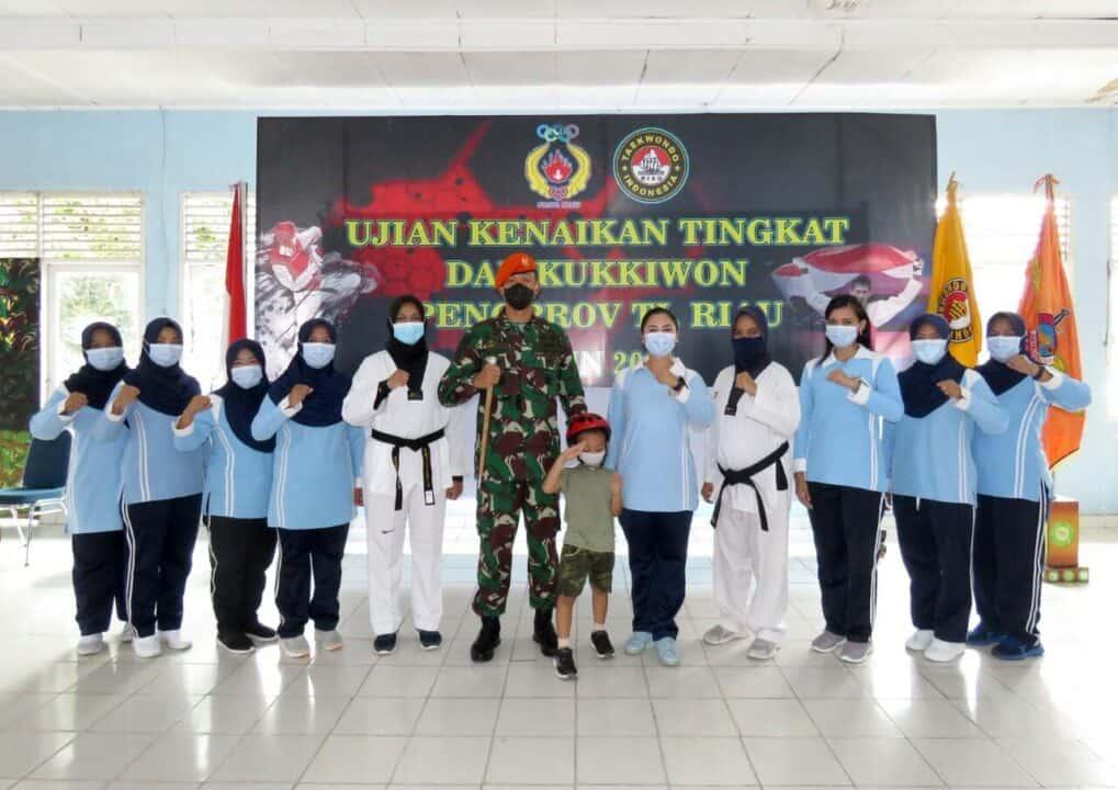 Ibu PIA AG Ranting 01-4/G.IV Yonko 462 Paskhas Berhasil Meraih DAN III Kukkiwon Dan Lisensi Wasit Taekwondo
