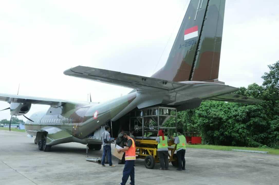 OPERASI TMC, 2.4 TON NaCl DISEMAI PESAWAT CN-295 TNI AU.