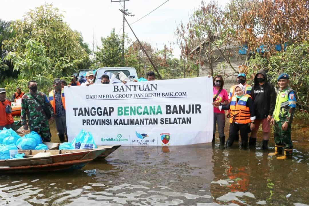 Bergerak Bersama Untuk Korban Bencana, Lanud Sjamsudin Noor Salurkan Bantuan Yayasan Media Group dan BenihBaik.com Untuk Korban Terdampak Banjir Kalimantan Selatan