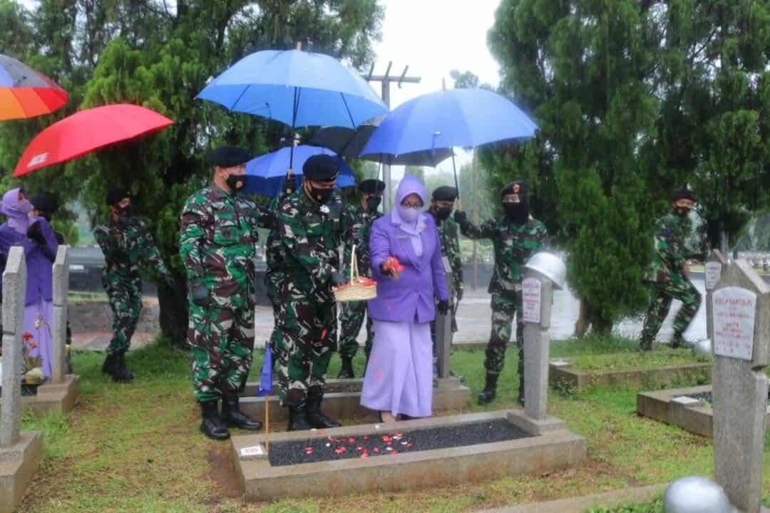Pangkohanudnas Pimpin Ziarah dalam rangka HUT Ke-59 Kohanudnas di TMPN Kalibata