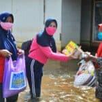 Bantuan Logistik dari Media Group dan BenihBaik.com, Istri Ademau'86, Dapur Umum SMA Pradita Dirgantara dan Bantuan Kesehatan Mobile dari Rumah Sakit Sjamsudin Noor Kepada Masyarakat Korban Banjir di Desa Kali Besar Kabupaten Tanah Laut Provinsi Kalimantan Selatan Kembali Disalurkan