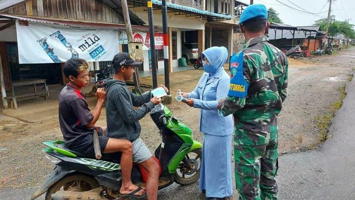 PIA A.G Lanud Harry Hadisoemantri Bagikan Masker Gratis Untuk Masyarakat