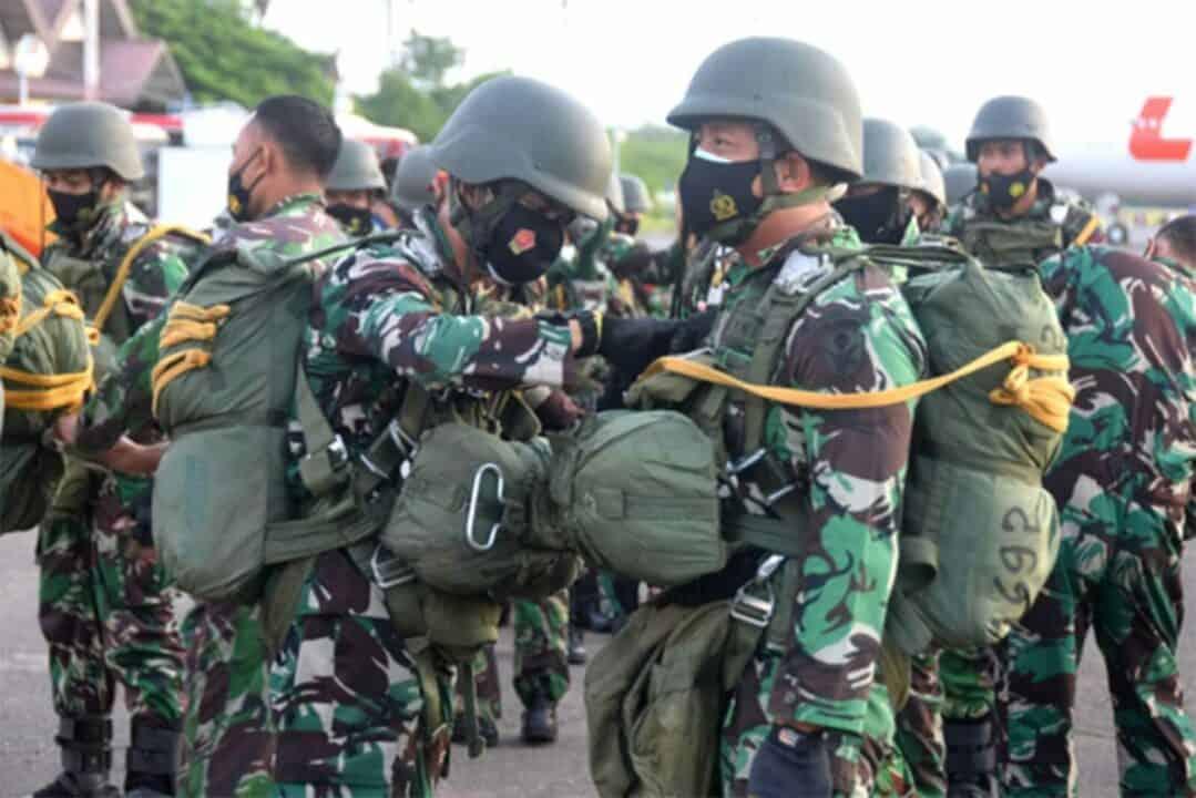 Ratusan Prajurit Paskhas Menghiasi Langit Makassar