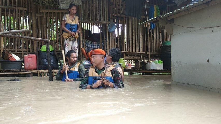 Evakuasi Korban Banjir Subang Tim Sar Kompi C Yonko 461 Paskhas