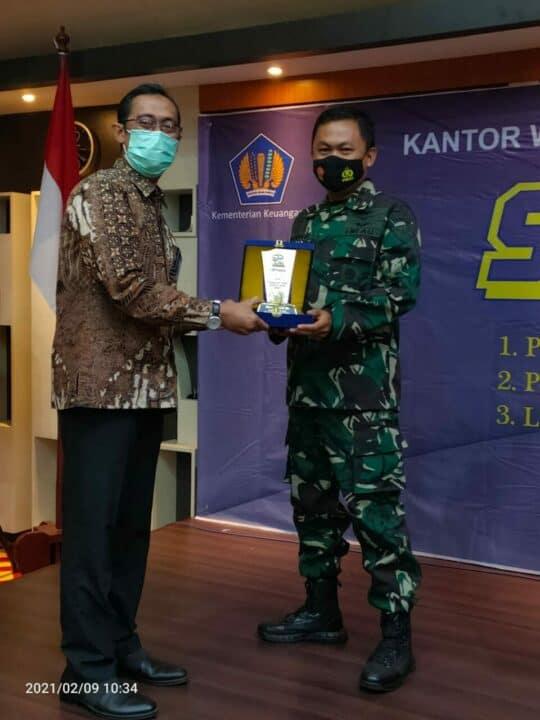 Danlanud Mus Terima Penghargaan Capaian IKPA Terbaik Tahun 2020