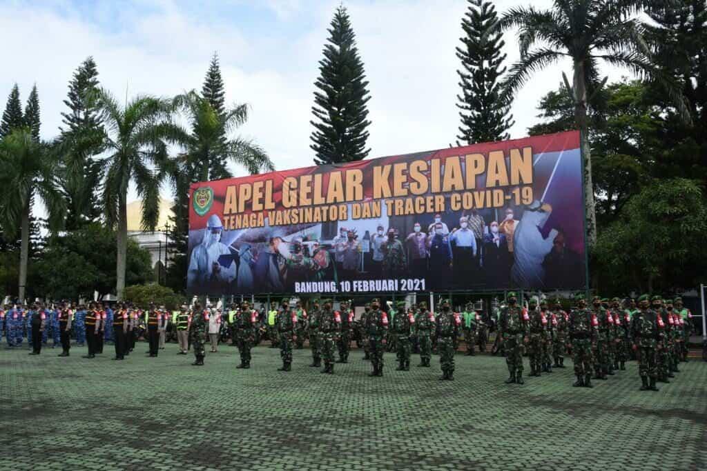 Jelang Vaksinasi Massal TNI dan Polri Provinsi Jabar Gelar Apel Kesiapan Tenaga Vaksinator dan Tracer Covid – 19