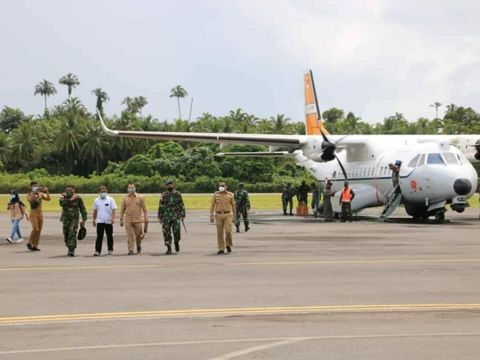 Pesawat CN-235 Lanud Leo Wattimena Morotai Berhasil Mendarat di Bandara Kao