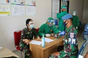 Personel Lanud Dhomber Laksanakan Suntik Vaksinasi Covid-19 Tahap Pertama