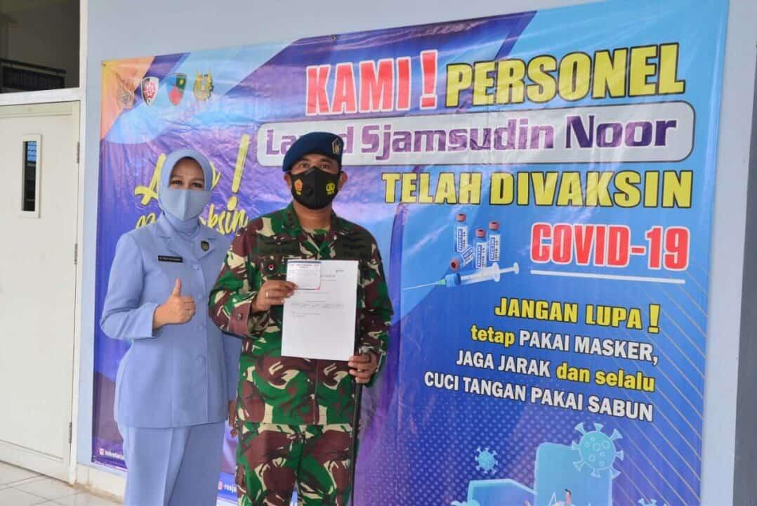 Personel Lanud Sjamsudin Noor Laksanakan Vaksinasi Covid-19 Tahap Satu Guna Dukung Program Pemerintah Demi Keselamatan Bersama
