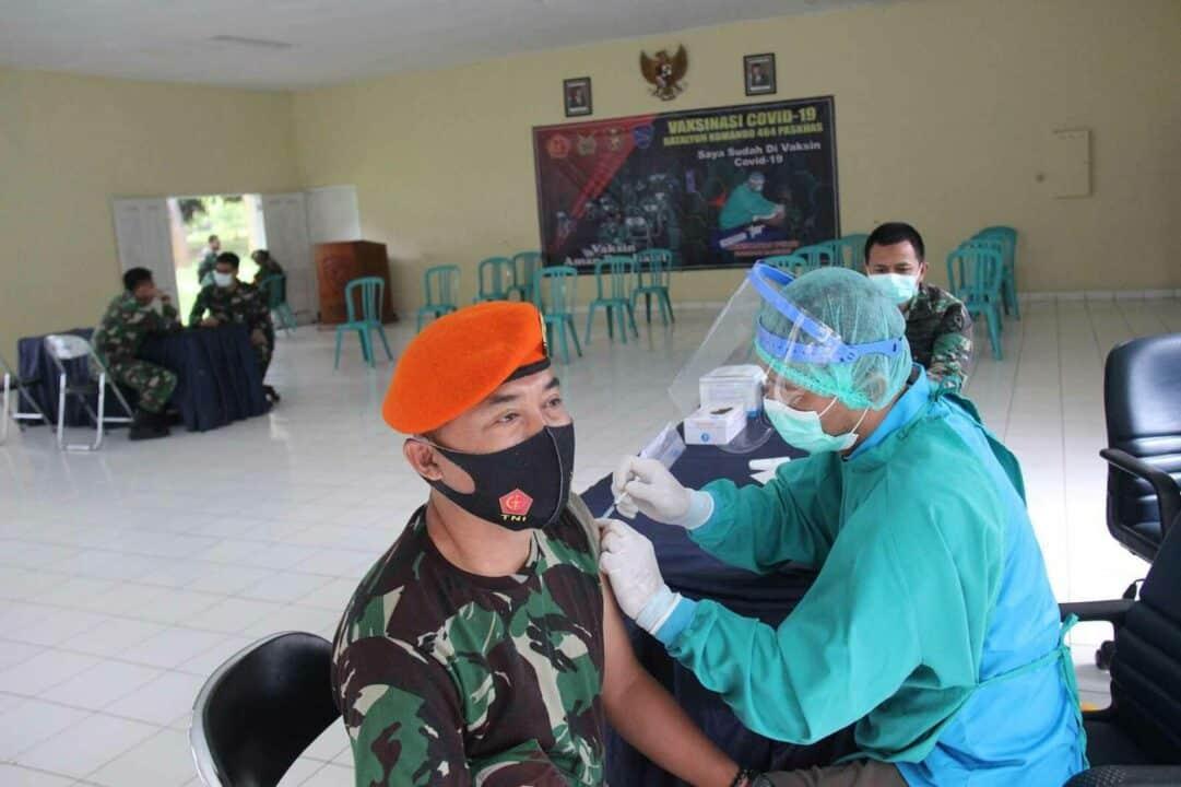Prajurit Yonko 464 Paskhas Jalani Vaksinasi Covid-19 Tahap Pertama