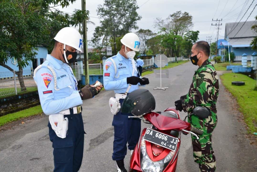 Tingkatkan Disiplin dan Pastikan Keamanan Personel, Satpomau Lanud Sjamsudin Noor Gelar Operasi Penegakan Disiplin dan Tata Tertib