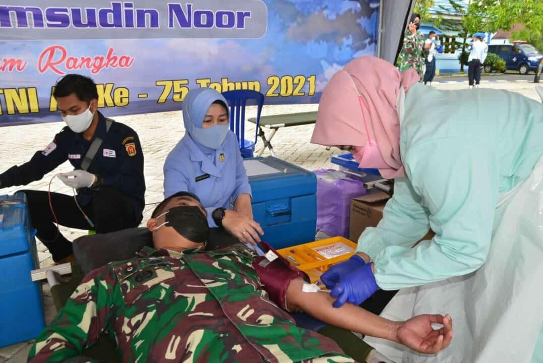 Peringati HUT TNI AU Ke-75 Tahun 2021 Lanud Sjamsudin Noor Bantu PMI Banjarbaru Gelar Donor Darah Atasi Kelangkaan Darah Masa Pandemi Covid-19