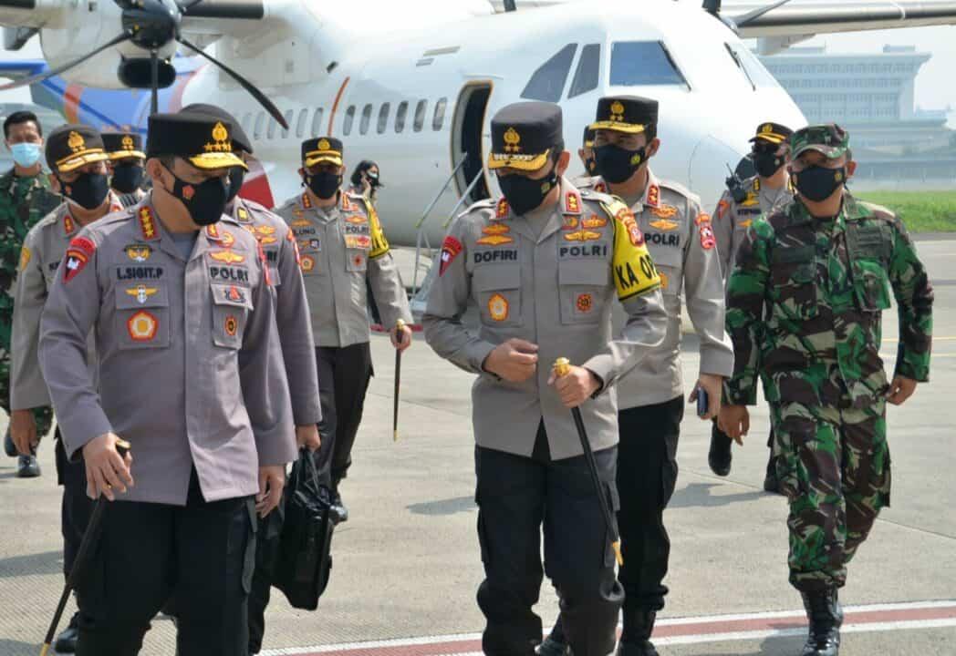 Kadisops Lanud Husein Sastranegara Menyambut Kedatangan Kapolri
