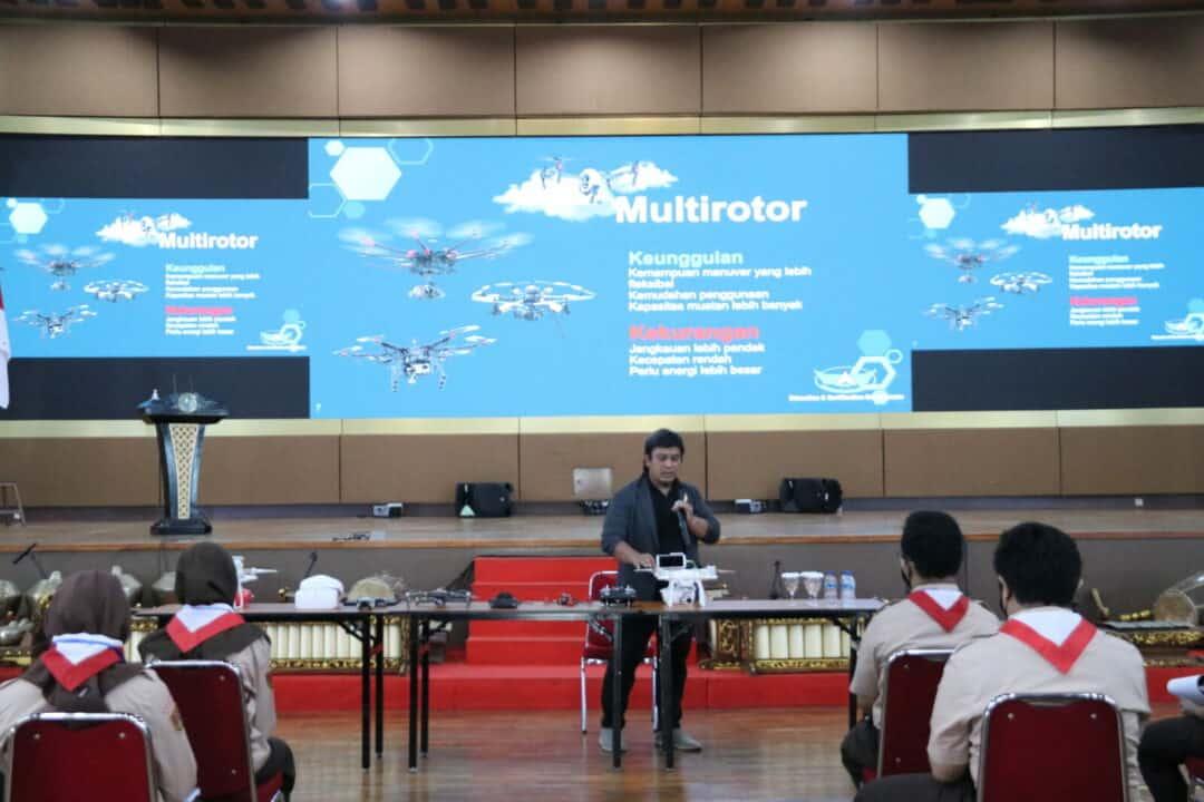 Puspotdirgaau Berikan Latihan Drone Di SMA Pradita Dirgantara