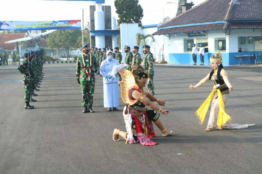 Tradisi Passing In dan Passing Out Komandan Lanud Adi Soemarmo