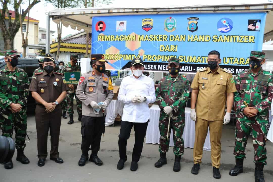 Panglima Kosekhanudnas III Berbagi Masker dan Hand Sanitizer
