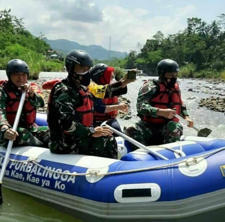 Kunjungi TMMD, Aspotdirga Kasau susuri Sungai Gintung di Kabupaten Purbalingga