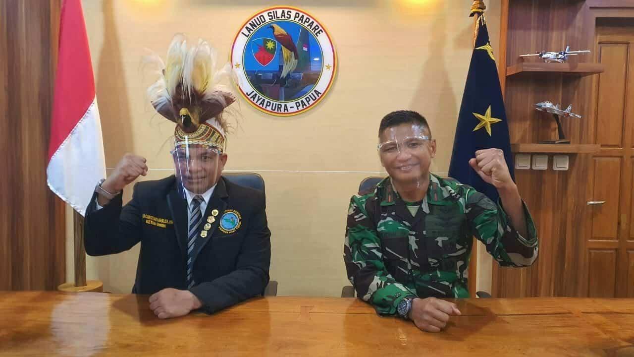 """Hadiah Spesial """"Mars Pemuda Adat Papua"""" dari Danlanud Silas Papare"""
