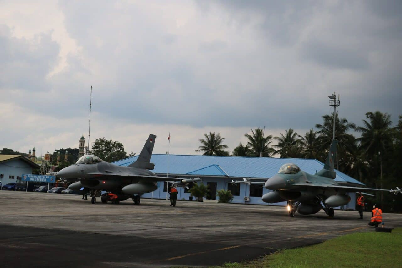 Pesawat F-16Fighting Falcon TNI AU Gelar Operasi Di Wilayah Kalimatan Dan Ambalat