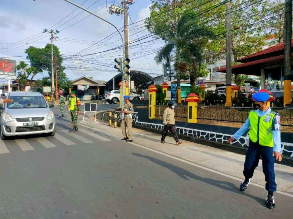 Satpomau Lanud RHF Bersama Aparat Pemerintah Gabungan Laksanakan Operasi Penegakan Disiplin Pencegahan Covid-19