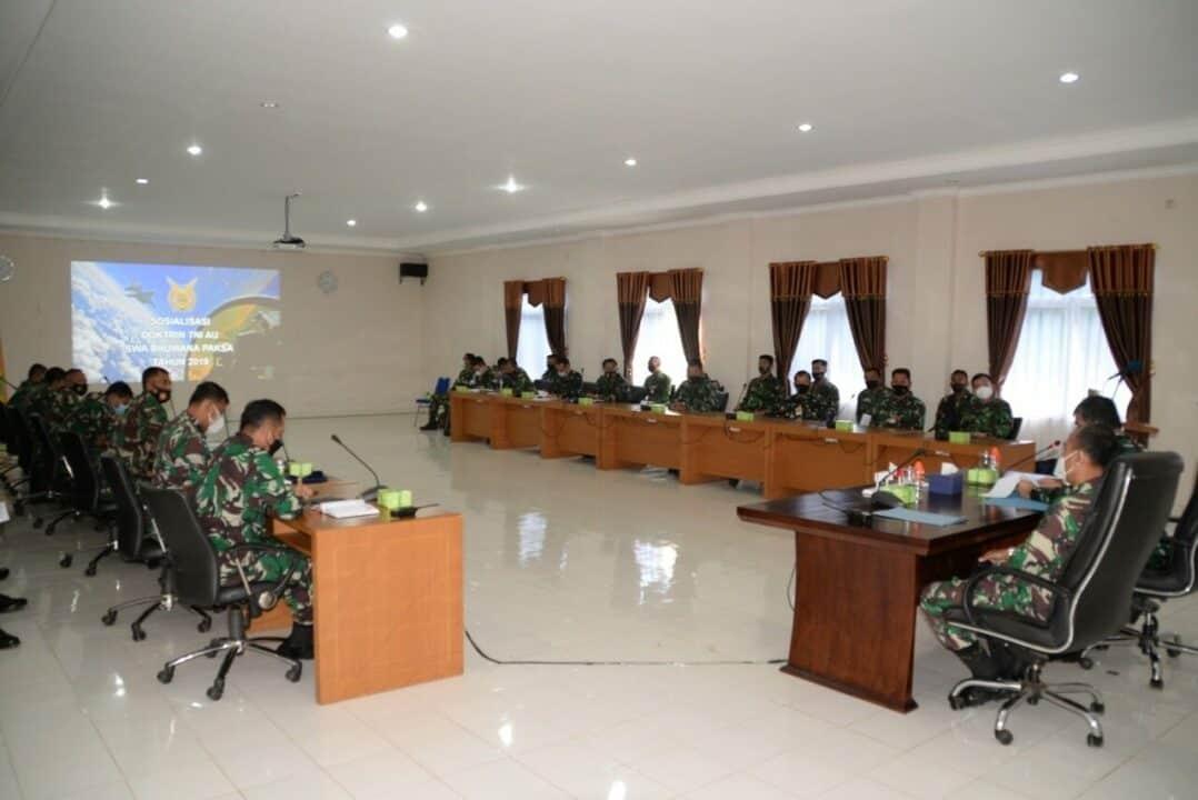 Tim Kodiklatau Memberikan Sosialisasi Doktrin TNI AU Swa Bhuwana Paksa di Lanud Suryadarma