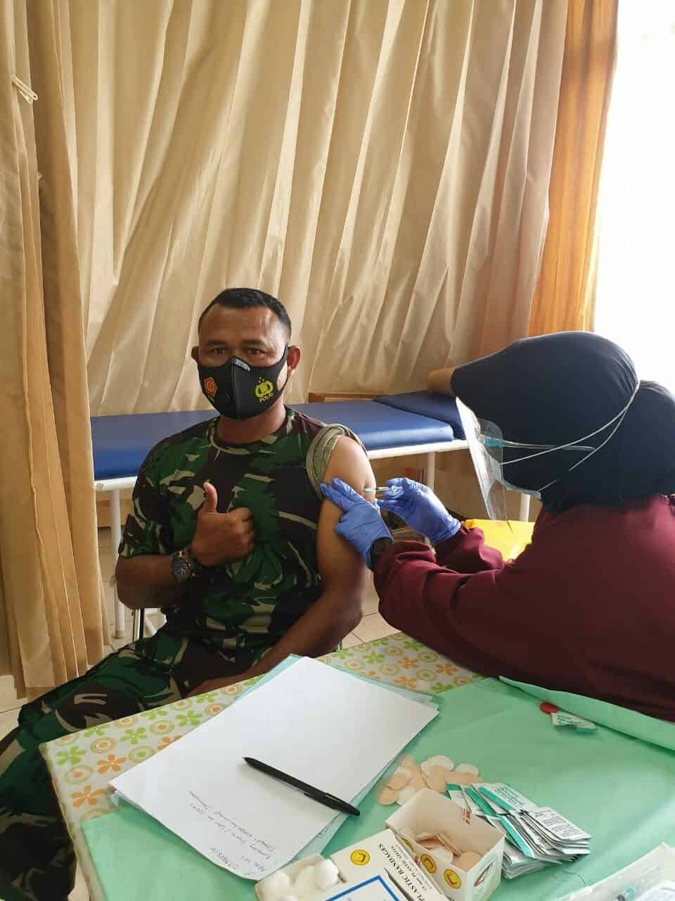 Prajurit dan PNS TNI AU Sekota Bandung Laksanakan Vaksinasi Menggunakan Vaksin AstraZeneca