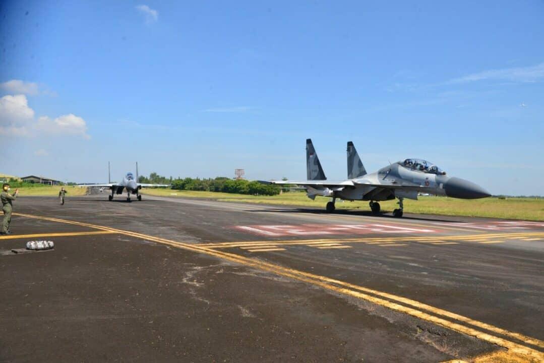 Dua Jet Tempur Lanud HND Latihan Pengeboman Air To Ground di Daerah Takalar dan Pandanwangi