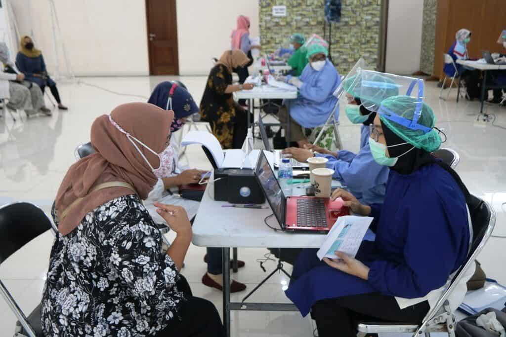 Vaksin Covid 19 Astra Zeneca Bagi Personel dan Keluarga Prajurit Lanud Abd Saleh