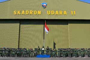 Danlanud Hnd Memberikan Piagam Penghargaan Kepada Skadron Udara 11 Atas Keberhasilan Penembakan Rudal Kh-29TE