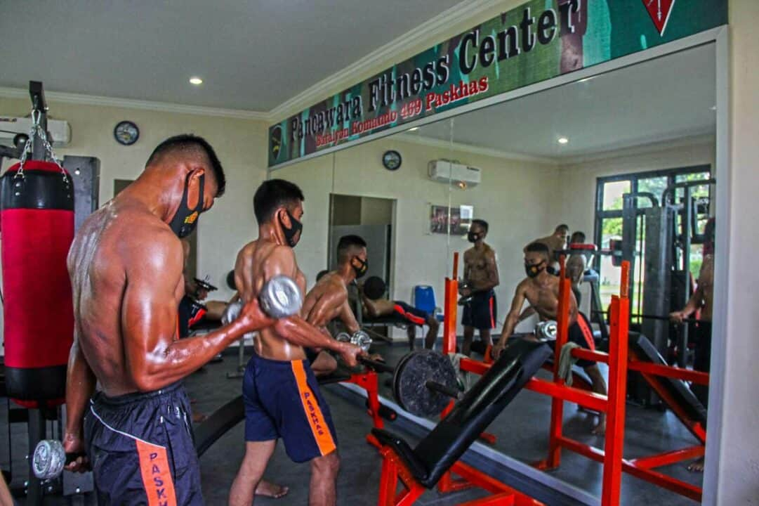 Prajurit Yonko 469 Paskhas Membentuk Tubuh Ideal Dengan Berolahraga Fitness