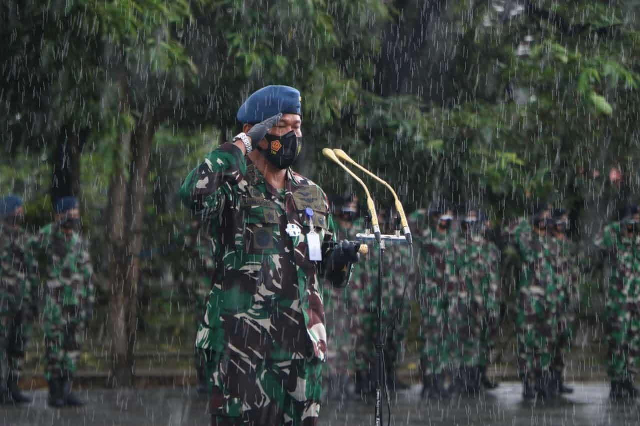 Ziarah Rombongan di Taman Makam Pahlawan Panaikang Makassar