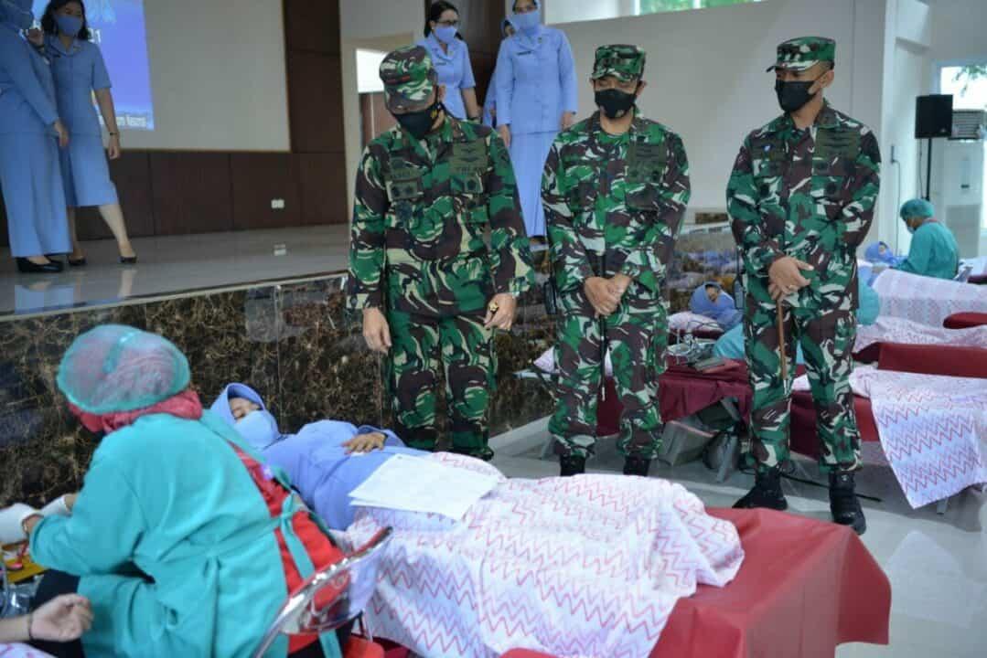 Peringati ke-75 Hari TNI AU, Lanud Sultan Hasanuddin Sumbang Puluhan Kantong Darah