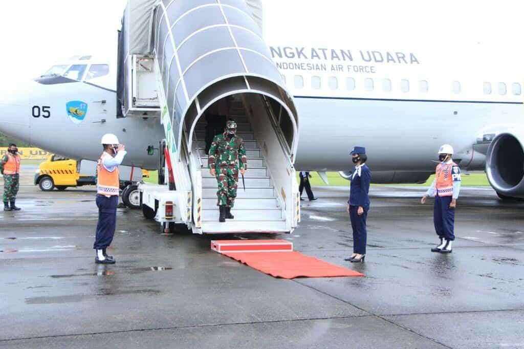 Panglima TNI Transit di Lanud Sultan Hasanuddin
