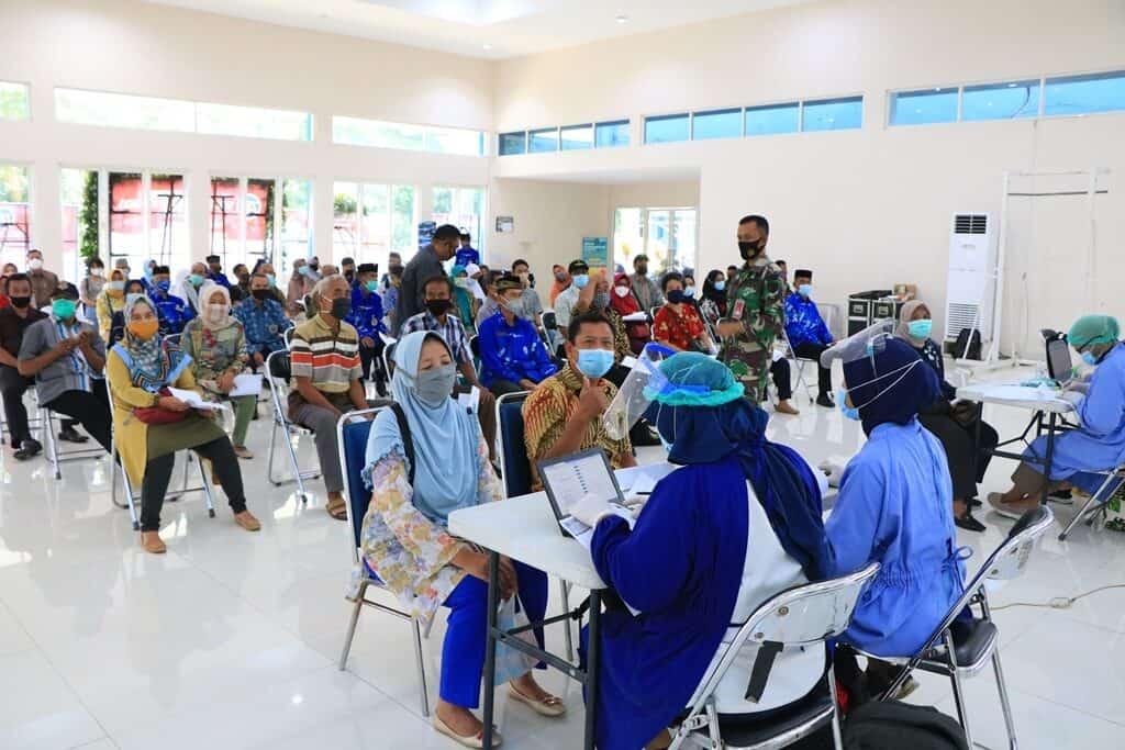 Purnawirawan dan Keluarganya di Lanud Abd Saleh Jalani Vaksinasi Covid-19