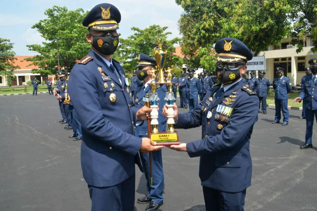 OMANDAN PUSDIKLAT HANUDNAS PIMPIN APEL KHUSUS PERINGATAN HUT KE – 75 TNI AU DI LAPANGAN APEL PUSDIKLAT AHANUDNAS