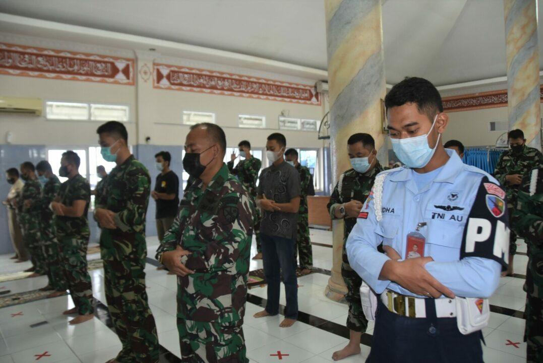 Penghormatan Terakhir Untuk 53 Kru Kapal Selam KRI Nanggala-402 Personel Lanud Husein Sastranegara Laksanakan Doa Bersama