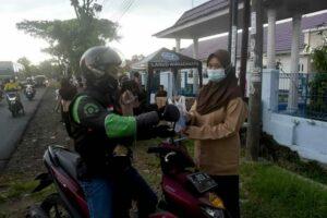 SMK Angkasa Lanud Wiriadinata Bagikan Takjil
