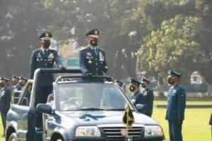 Komandan Lanud Adi Soemarmo Marsekal Pertama TNI Agus Setiawan, S.T. selaku inspektur upacara Hari Ulang Tahun ke-75 TNI Angkatan Udara di lapangan Dirgantara Lanud Adi Soemarmo.